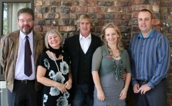 Dr Barend Vos (Master of ceremonies), Dr Snyders (CANSA Regional manager Kimberley/Karoo), Jannie Moolman, Corné Wiïd (Sponsor Annique), Gerhard Delport (Sponsor of the event – Vodacom)